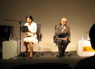 濱田滋郎氏講演(左は通訳) 2009年5月19日