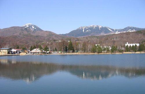蓼科湖と蓼科山(左)・北横岳(右) 2009.3.21