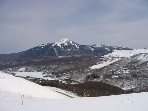 車山高原から見た白樺湖と蓼科山