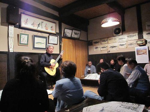 演奏曲について話す福田進一氏 2010.6.5